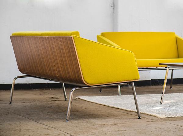 Sofa Fin Marbet Style to reprezntant polskiego modernizmu lat 50-tych. Projekt Tomasza Augustyniaka. Sofa Fin z podłokietnikami idealna do otwartch, nowoczesnych przestrzeni, stylu loft oraz nowoczesnych salonów