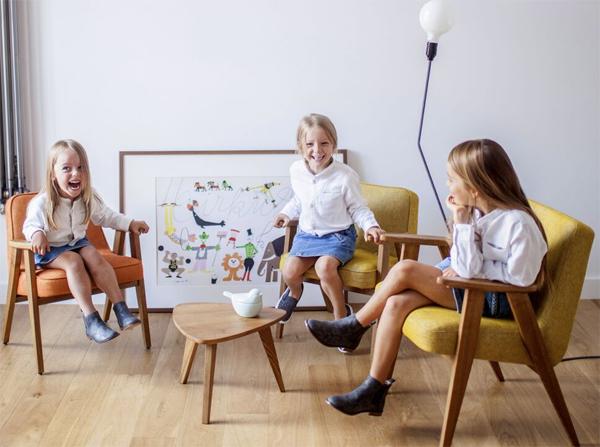 Fotele 366 w wersji junior. Klasyk designu w wersji dziecięcej. Idealne do nowoczesnego wnętrza jak i w klasycznym stylu. Fotel dziecięcy, który sprawi dużo radości