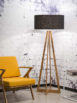 Lampa podłogowa Everest producent It's About Romi. Lampa podłogowa na drewnianej podstawie wykonane z drewna bambusa oraz lnianym abażurem w kolorze czarnym. Modna lampa podłogowa