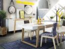 Jadalnia w stylu skandynawskim połączona z salonem. Duża, biała komoda połączona z drewnem dębowym. Duży stół biały połączony z drewnem z szufladami. Salonz jadalnią tworzy wnętrze w stylu skandynawskim. Nowoczesne i przestronne