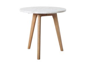 Stolik Stone Zuiver. Stolik do salonu w stylu skandynawskim. Okrągły, marmurowy blat i drewniane nogi. Modny i ponadczasowy stolik kawowy