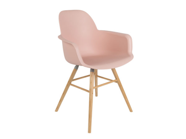 Albert Kuip Zuiver modne krzesło z podłokietnikami w kolorze pudrowego różu na jesionowych nogach. Designerskie krzesło do jadalni jak i komercyjnych wnętrz