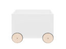 Skrzynia Lotta Bellamy. Skrzynia na zabawki w kształcie samochodzika z drewnianymi kółkami