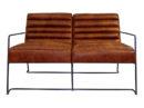 sofa dwuosobowa w stylu loft wykonana z brązowej skóry naturalnej na metalowych nogach w kolorze czarnym