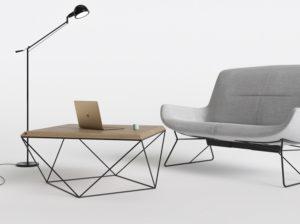 Stolik kawowy z drewnianym blatem na podstawie z metalu o niesamowitym kształcie