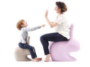 Krzesełko królik stworzone do pokoju dziecka. Świetne jako fotelik i ozdoba dla dziecka i mamy. Idealny do wspólnej zabawy